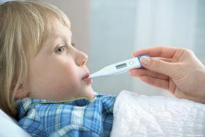 Температура 37 и высокая (38-39) у ребенка без симптомов: что советует делать Комаровский?