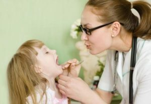 Чем лечить мокрый кашель у ребенка: народные рецепты, сиропы и другие лекарства